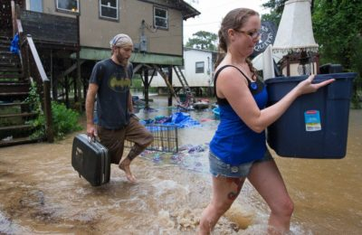 HT_louisiana_flooding_5_jt_160813_4x3_992